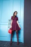 A mulher 'sexy' da beleza veste o estilo da forma da composição foto de stock