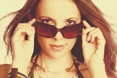 Mulher 'sexy' dos óculos de sol foto de stock