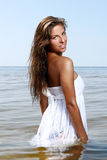 Mulher 'sexy' e bonita na água fotografia de stock royalty free