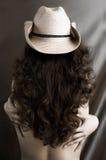 Mulher 'sexy' em um chapéu de cowboy Imagem de Stock Royalty Free