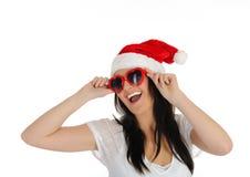 Mulher 'sexy' engraçada do clouse de Santa na roupa ocasional Imagem de Stock