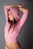 Mulher 'sexy' na camisola cor-de-rosa encapuçado Foto de Stock