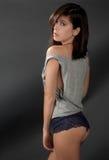 Mulher 'sexy' na parte superior e na cuecas fotografia de stock