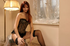 Mulher 'sexy' na roupa interior   Imagem de Stock