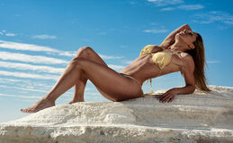 Mulher 'sexy' no biquini Fotos de Stock