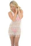 Mulher 'sexy' nova bonita que veste Lacy See Through Mini Dress foto de stock