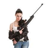 Mulher 'sexy' nova com um rifle do atirador furtivo. Foto de Stock Royalty Free