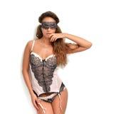 Mulher 'sexy' nova feliz que está no roupa interior e no olho co do sono imagem de stock royalty free