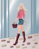 mulher 'sexy' que anda abaixo da rua Imagens de Stock Royalty Free