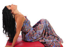 Mulher 'sexy' que reclina no Footstool imagens de stock royalty free
