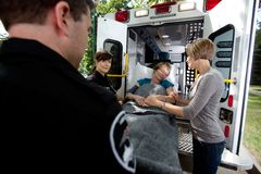 Mulher sênior na ambulância Fotos de Stock Royalty Free