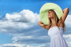 Mulher sobre o céu foto de stock royalty free