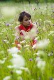 Mulher sozinho em um prado   Imagens de Stock Royalty Free
