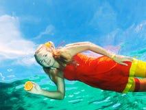 Mulher subaquática Fotos de Stock Royalty Free