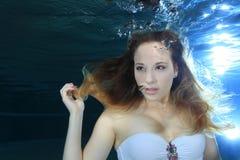 Mulher subaquática foto de stock royalty free