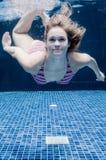 Mulher subaquática imagem de stock royalty free