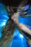 Mulher subaquática Fotografia de Stock Royalty Free