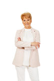 Mulher superior do sorriso com mãos dobradas Fotografia de Stock Royalty Free