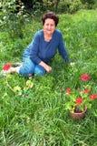 Mulher superior em seu jardim Fotos de Stock Royalty Free