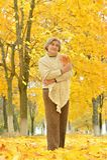 Mulher superior no parque Imagem de Stock