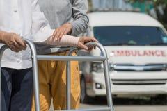 Mulher superior que usa um caminhante para tomar a ambulância Fotografia de Stock Royalty Free