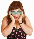 Mulher surpreendida em vidros azuis fotografia de stock royalty free