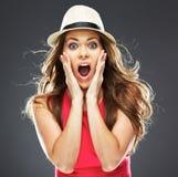 Mulher surpreendida no retrato vermelho do estúdio do vestido Fotos de Stock Royalty Free
