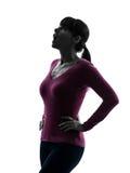 Mulher surpreendida olhando acima a silhueta do retrato Foto de Stock Royalty Free