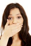 mulher surpreendida que cobre sua boca Imagens de Stock