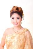 Mulher tailandesa bonita do retrato no traje tradicional tailandês Fotografia de Stock Royalty Free