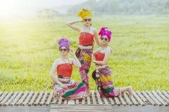 Mulher tailandesa no estilo tailandês da cultura do traje tradicional, Tailândia Foto de Stock Royalty Free