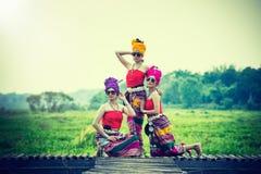 Mulher tailandesa no estilo tailandês da cultura do traje tradicional, Tailândia Fotos de Stock