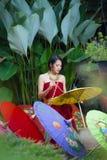 Mulher tailandesa no traje tradicional Fotos de Stock Royalty Free