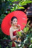 Mulher tailandesa no traje tradicional Imagens de Stock Royalty Free