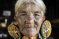 Mulher tattooed tribo de Chin (Daai) Imagens de Stock