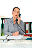 A mulher tem um telefonema desagradável Fotos de Stock Royalty Free