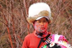 Mulher tibetana em um traje tradicional Fotografia de Stock Royalty Free