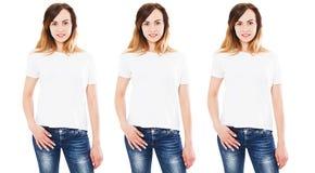Mulher três na zombaria branca do t-shirt isolada acima no fundo branco, menina na camisa vazia vazia de t vária fotos de stock