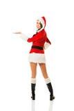 Mulher traseira de Santa da vista que mantém algo invisível Imagem de Stock Royalty Free