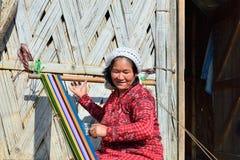 Mulher tribal típica de Galo em Arunachal Pradesh, Índia fotos de stock