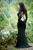 Mulher triguenha da beleza na floresta de Abakhasia Imagem de Stock Royalty Free