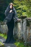 Mulher triguenha da beleza na floresta de Abakhasia Foto de Stock