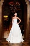 Noiva 'sexy' bonita no vestido de casamento branco Fotografia de Stock