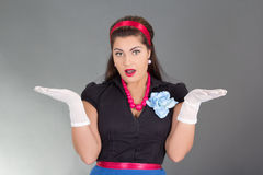 Mulher triguenha surpreendida na roupa retro Fotografia de Stock Royalty Free