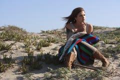 Mulher triste bonita na praia Foto de Stock