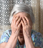 Mulher triste idosa fotografia de stock royalty free