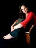 Mulher triste na cadeira de vime Foto de Stock