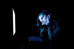 Mulher triste no computador Imagens de Stock