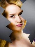 Mulher triste nova coberta de cor quebrado Foto de Stock Royalty Free