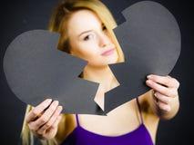 Mulher triste nova coberta de cor quebrado Fotos de Stock Royalty Free